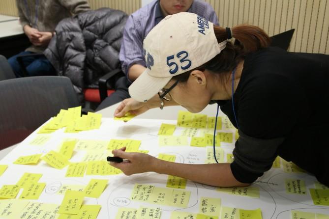 타운미팅의 한 참가자가 과학대중화 분과에서 나온 의견을 정리하고 있다. - 변지민 기자 제공